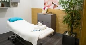 Está cuidado hasta el último detalle para que sea una autentica experiencia. Sofás con masaje shiatsu, aromaterapia, baja luz y música zen.